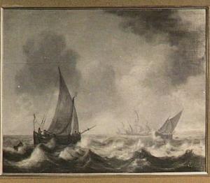 Verschillende schepen voor de kust; rechtsachter een kuststrook