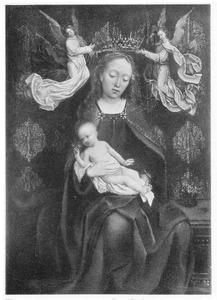 Tronende Maria met kind, gekroond door engelen