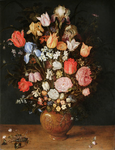 Bloemen in een vaas van steengoed
