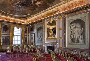 Willemszaal met plafondschildering en grisailleschilderingen