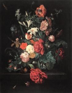 Stilleven met bloemen in een vaas op een stenen plint