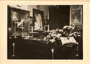 Jan Toorop opgebaard in zijn huis aan de Van Merlenstraat 124, Den Haag, 1928