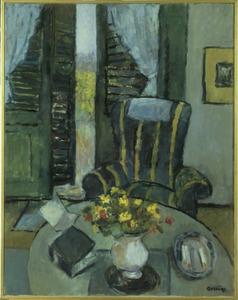 Interieur met tafel en fauteuil