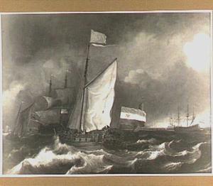 Jacht van de stad Amsterdam en andere schepen op het IJ voor de haven van Amsterdam