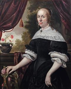 Vrouwenportret, kniestuk staande op een terras met roze roos in de hand