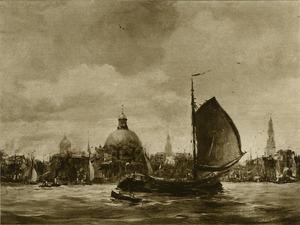 Gezicht op Amsterdam vanaf het IJ met zeilschip