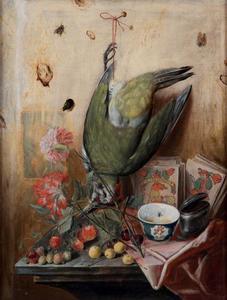 Stilleven met een vogel, vrucht en bloemen, met kaarten en een tabakszak