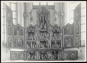 De annunciatie, de visitatie, de aanbidding der Wijzen, de besnijdenis, de presentatie in de tempel, het huwelijk van Maria en Jozef, de kruisiging,  het sterfbed van Maria (middendeel)