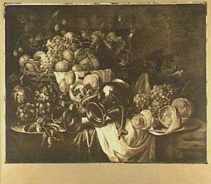 Stilleven van vruchten en een Jan Steen-beker op een tafel