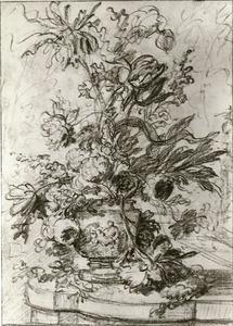 Bloemstilleven in een vaas, versierd met putti, op een marmeren balustrade voor een landschap