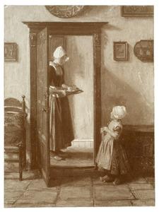 Vrouw en kind in klederdracht in een interieur