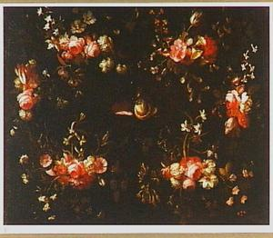Bloemenkrans rond een stilleven van een roemer, een deels geschilde citroen en garnalen