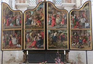 Het huwelijk van Joachim en Anna, Joachim's offer geweigerd (binnenzijde linkerluik); De aanbidding van de herders, de besnijdenis, de aanbidding van de Wijzen, de vlucht naar Egypte (middendeel); De aanvaarding van Joachim's offer, Joachim en Anna geven hun bezittingen weg (binnenzijde rechterluik)