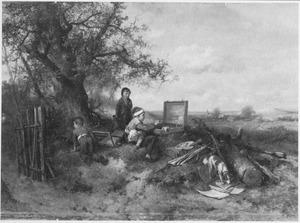 Jongen aan het schilderen met het schildergerei van de kunstenaar die wegloopt, terwijl twee kinderen toekijken