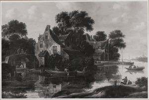 Rivierlandschap met huizen langs de oever en bootjes op het water; op de voorgrond een hengelaar