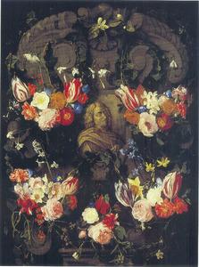 Gebeeldhouwde cartouche versierd met bloemen rondom een reliëf met portret van Nicolas Poussin