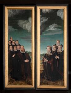 De portretten van Anselmus de Boodt met zijn zonen (binnenzijde links); Johanna Voet met haar dochters (binnenzijde rechts); de H. Anselmus (buitenzijde links); Johannes de Evangelist (buitenzijde rechts)
