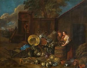 Stilleven van groente en huisraad op een boerenerf met twee figuren