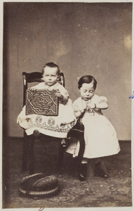 Portret van twee kinderen, waarschijnlijk Marie Catharine Wilhelmine Sprenger (1863-1933) en Rita Gustava Wilhelmina Sprenger (1865-1925)