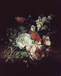 Tuiltje van bloemen op een marmeren tafel