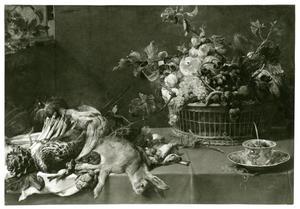 Een stillleven met jachtbuit, groente, fruit en een eekhoorn op een tafel, met linksboven een kat in een venster