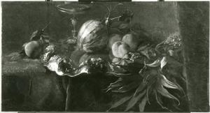 Stilleven met ananas en andere vruchten