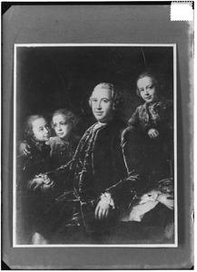 Portret van Bertram Philip Sigismund Albrecht van Gronsfeld Diepenbroeck tot Impel (1715-1772) en zijn drie zoontjes