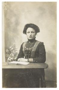 Portret van Cornelia Hendrica Moen (1893-1975)