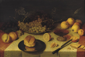 Stilleven met fruit, brood en een tazza op een gedekte tafel