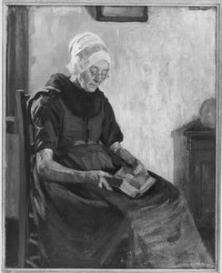 Zittende oudere vrouw, een boek lezend