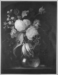 Festoen van bloemen aan een spijker (veranderd in: bloemen in een vaas)