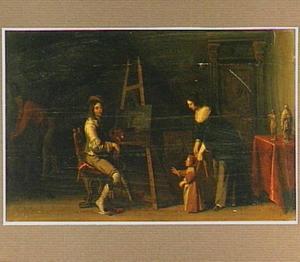 Interieur met een schilder achter zijn ezel en een vrouw met kind aan leibanden