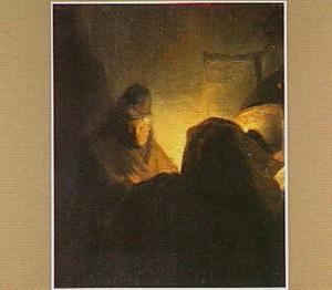 Een bij kaarslicht schrijvende man