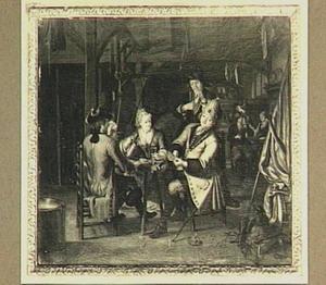 Kaartend gezelschap van Nederlandse en Engelse marine-officiers in een interieur