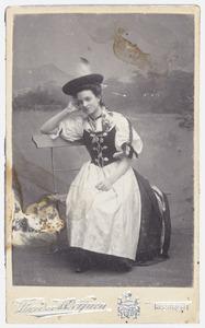 Portret van Theodosie Hubertine Adrienne Juliette Marie Regout (1892-1973)