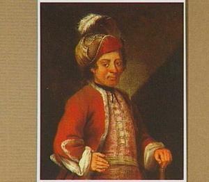 Een man met een gevederde hoed