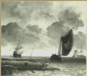 Zicht op een brede rivier bij avondzon, linksvoor zitten vissers op de oever tussen het riet