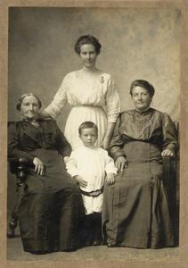Portret van de familie Dunnewold-Willems