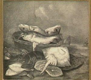 Visstilleven op strand met roggen, kreeft, krab en zalmmoten