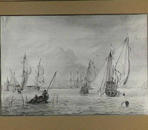 Twee jachten en andere schepen voor de haven van Amsterdam