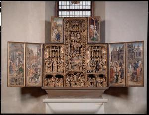 De geboorte van Maria (binnenzijde linker bovenluik); De tempelgang van Maria, het huwelijk van Maria en Jozef (binnenzijde linkerluik); De Annunciatie, de visitatie, de Boom van Jesse, de besnijdenis, de aanbidding der Wijzen, de aanbidding der herders, de dood van Maria, de tenhemelopneming van Maria, de presentatie in de tempel (middendeel); De droom van Jozef (binnenzijde rechter bovenluik); De kindermoord, Christus' dispuut met de tempelgeleerden (binnenzijde rechterluik)