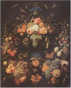 Vruchtenkrans, met enkele bloemen, hangend aan een metalen ring