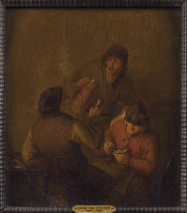 Drie rokende en drinkende mannen in gesprek
