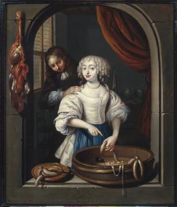 Een jongen stoort een jonge vrouw die worst maakt in een venster