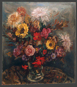 Boeket met rozen, zonnebloemen en chrysanthen in glazen vaas