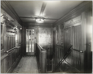 Scheepsinterieur s.s. Cottica, gang met neergaande trap