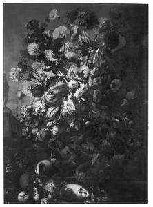 Vaas met bloemen en cavia's in een landschap