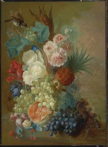 Bloemstilleven met vruchten op een stenen rand