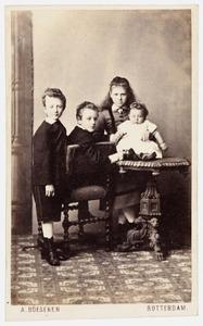 Portret van de kinderen van van Jacob Gerard Patijn (1836-1911) en Adriana Jacoba Clasina Veeren (1836-1917)