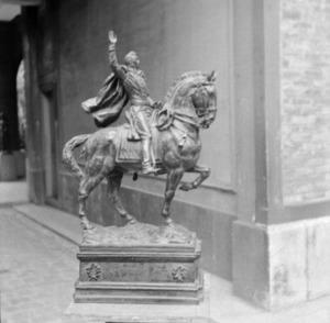 Het atelier van Antoine Bourdelle met het brons van het ruiterstandbeeld van Alvear